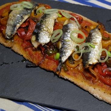 Pizzetas de pimientos y sardinas